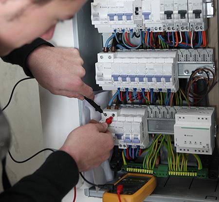 Électricien à Mons
